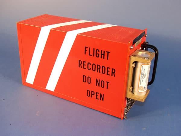 La couleur insolite des boîtes noires des avions
