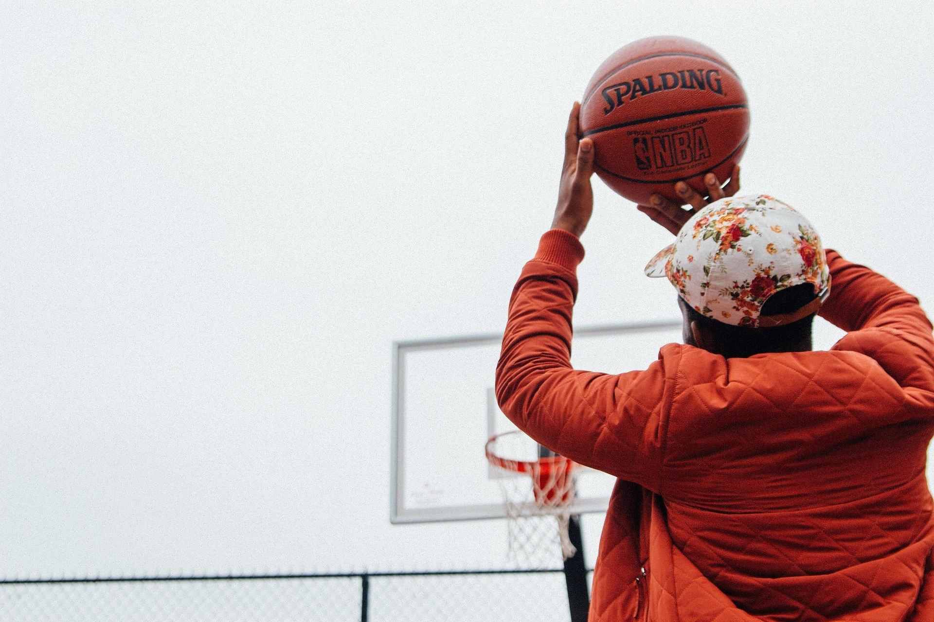 Pourquoi les ballons de basket sont orange ? Question insolite