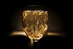 Pourquoi le champagne était une boisson dénigrée au Moyen-Âge ? question insolite